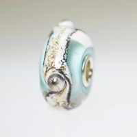 Traces Bead With A Twist