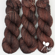 Acorn Lively DK - has a marked KNOT (reduced price!)