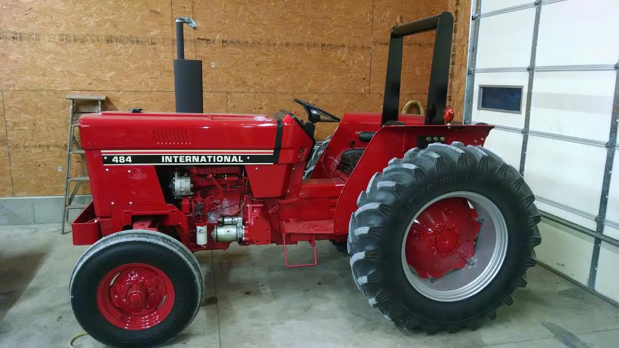 IH 484 Tractor