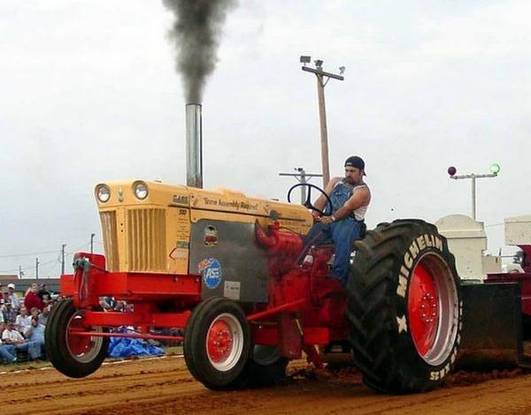 900 Case Pulling Tractor