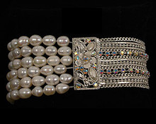 Lace Color Pearl Stretch Bracelet on Silver Accent (cream/ivory)