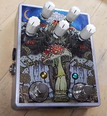 FuzzHugger Custom Super Sonic Shroom V2 fuzz + oscillation Guitar Pedal