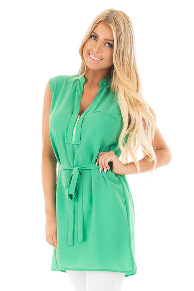 Kelly Green Sleeveless Short Dress with Belt Tie front close up