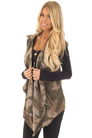 Taupe Camo Open Vest with Hood and Pockets front close up