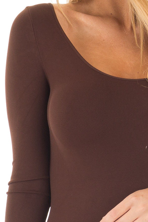Seamless 3/4 Sleeve Scoop Neck Top front detail