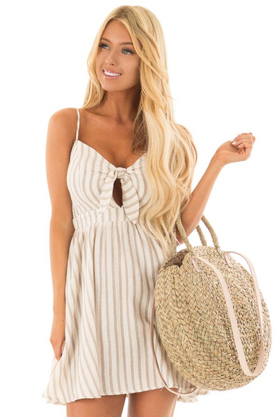 Natural Straw Circle Bag with Leather Straps front close up