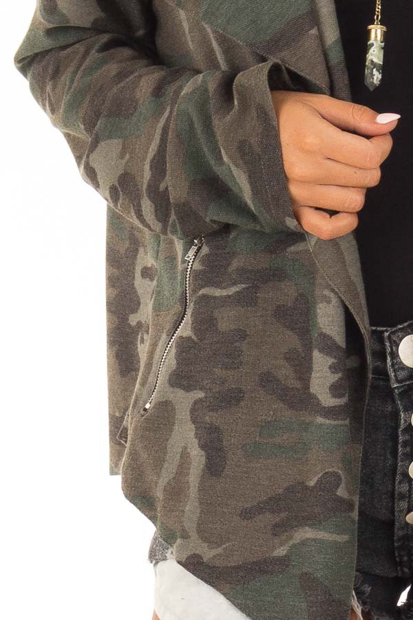 Camo Open Front Light Weight Jacket with Zip Up Pockets detail