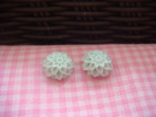 1cm Mint Green Chrysanthemum Cabochon