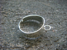 Ring with single round loop