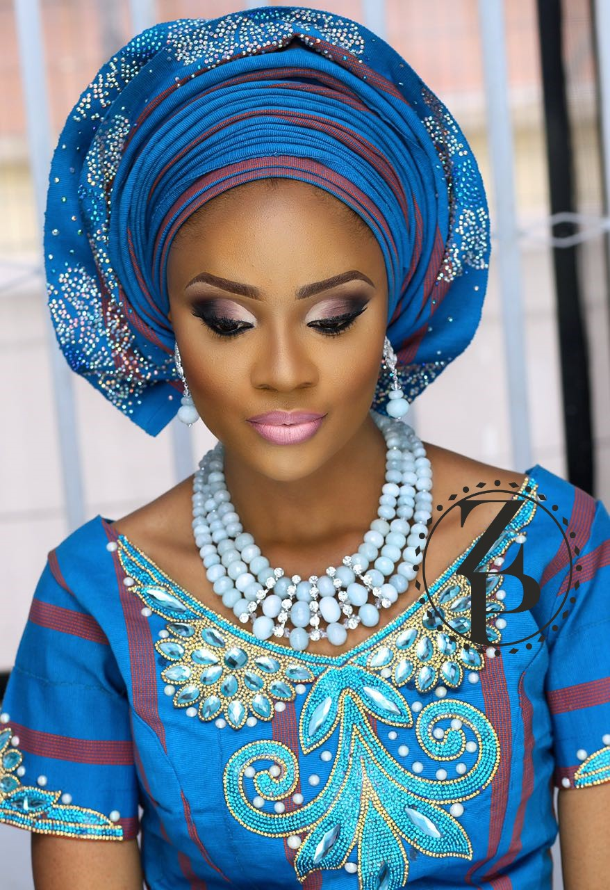 aso-oke-bride-yoruba-woman-wedding-outfit-gele-jewelry-beads-zuri-perle.jpg