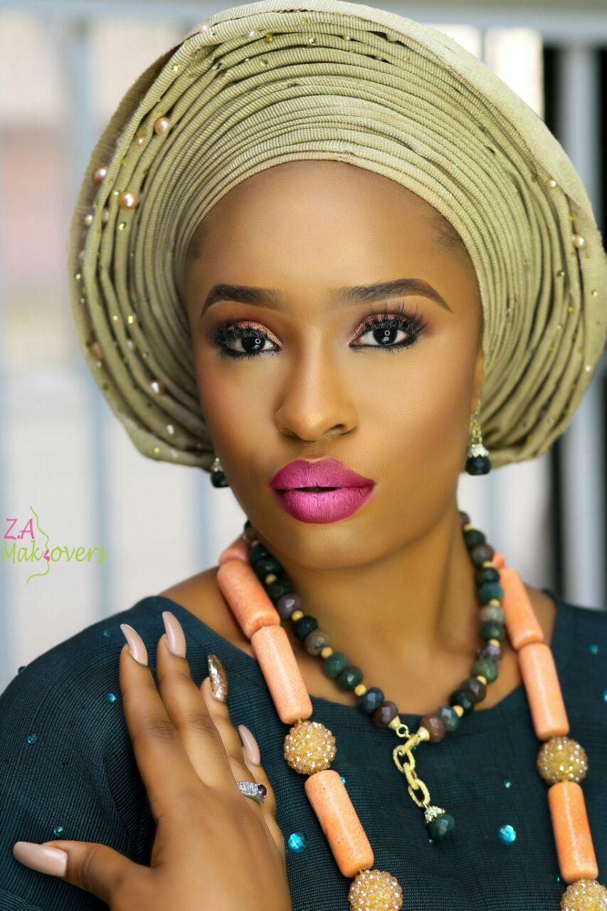 aso-oke-model-yoruba-woman-wedding-outfit-gele-coral-jewelry-beads-zuri-perle.jpg