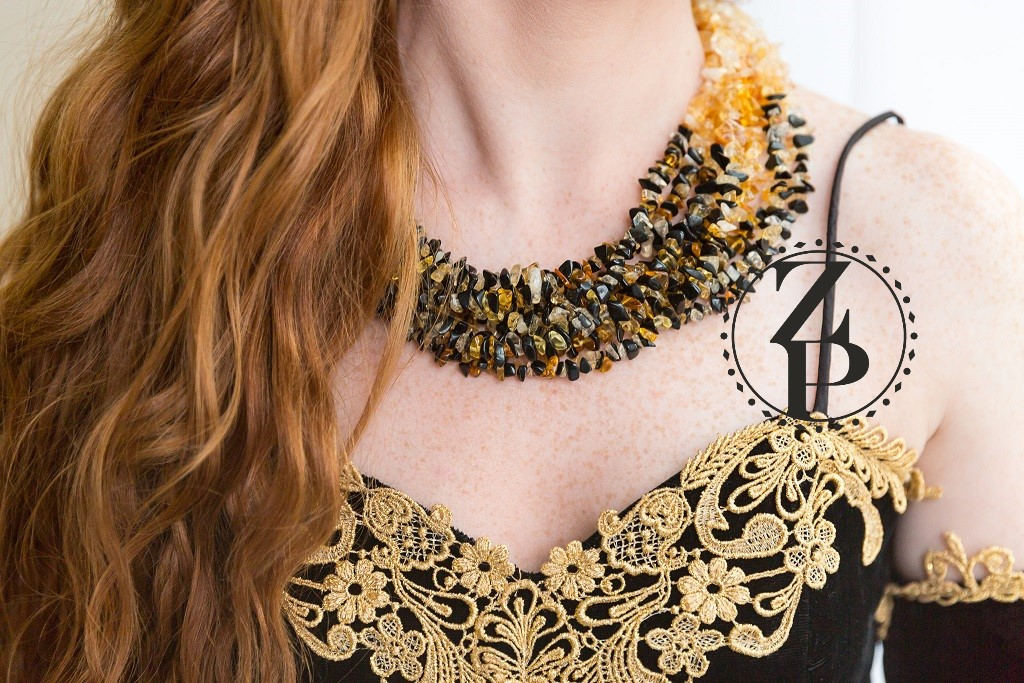 black-gold-necklace-vintage-retro-photo-shoot-velvet-outfit-jewelry.jpg