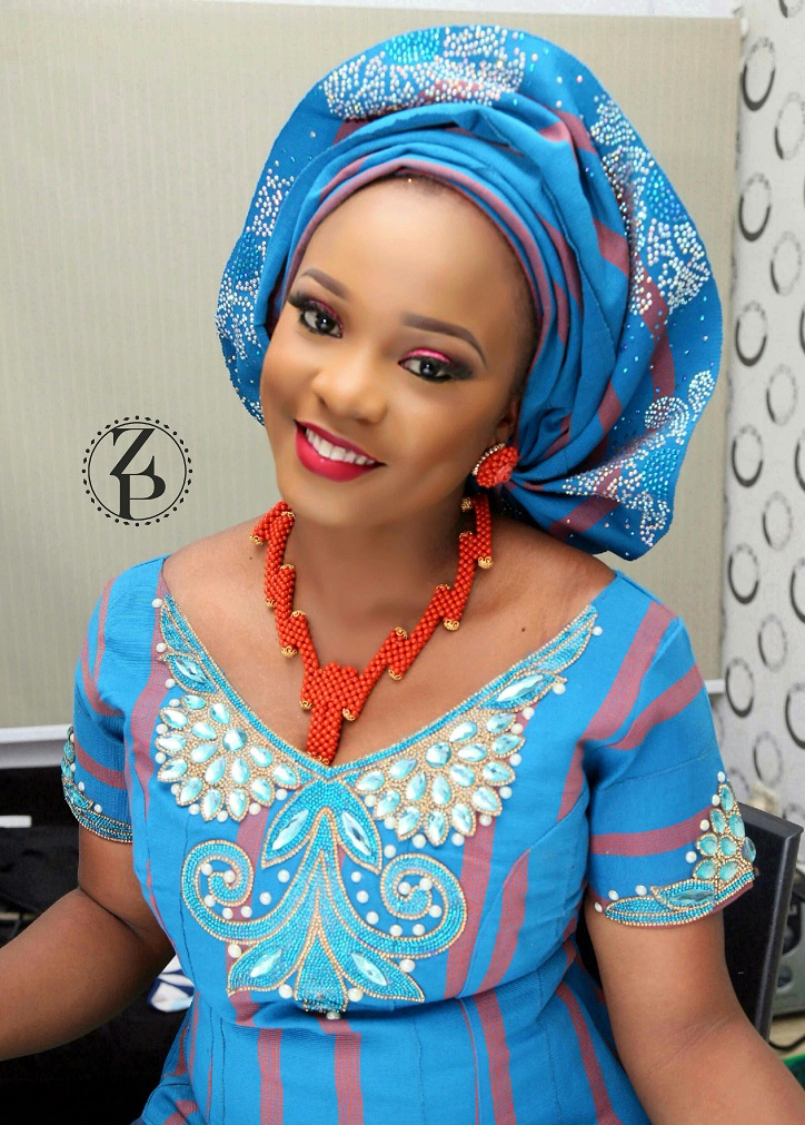 blue-yoruba-wedding-outfit-orange-coral-beads-nigerian-zuri-perle.jpg