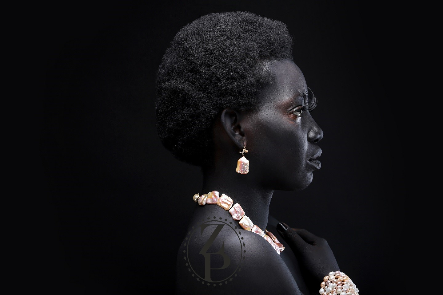 body-paint-editorial-african-photoshoot-model-jewelry-zuri-perle.jpg