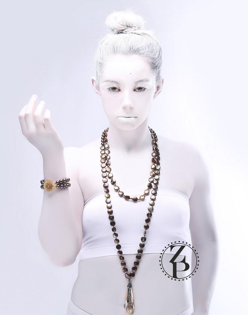 body-paint-editorial-magazine-photoshoot-model-jewelry-zuri-perle.jpg
