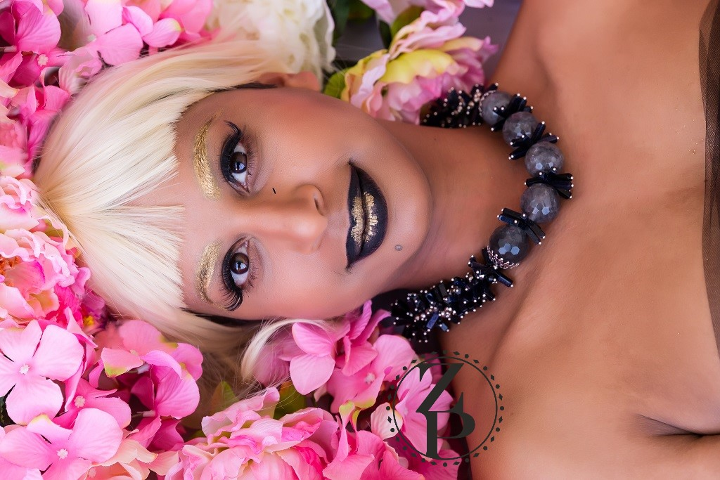 editorial-flower-photo-shoot-designer-jewelry-zuri-perle.jpg