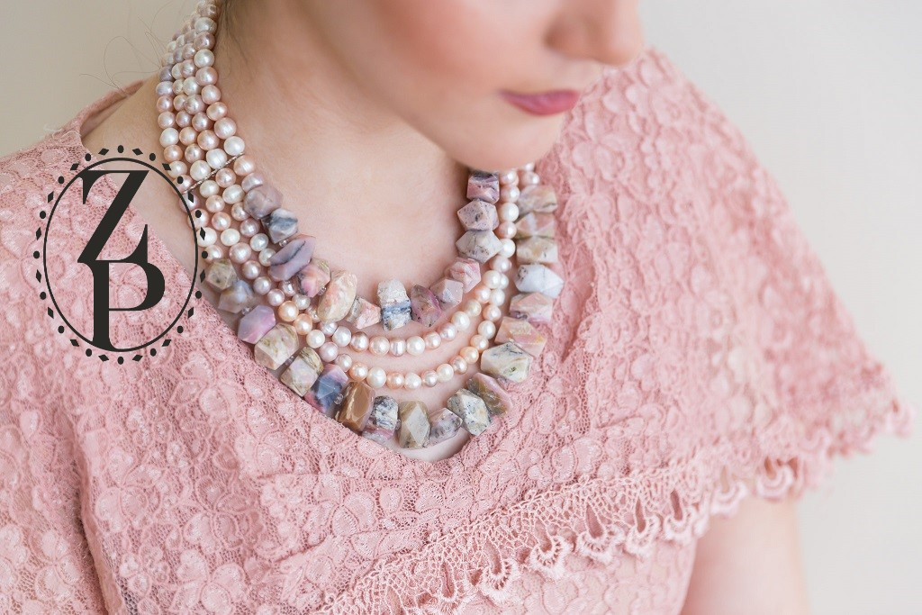 retro-editorial-vintage-photoshoot-vintage-outfit-statement-bead-necklace.jpg