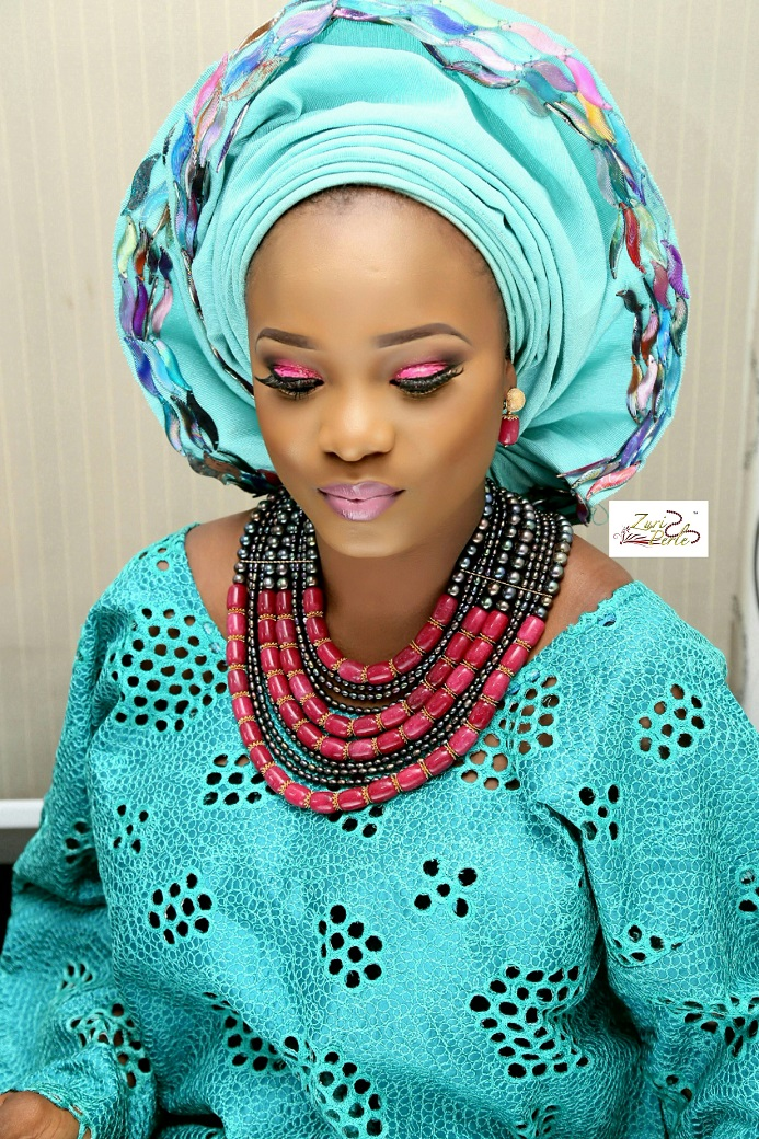 teal-aso-oke-nigerian-outfit-wedding-make-up-and-beads-zuri-perle.jpg