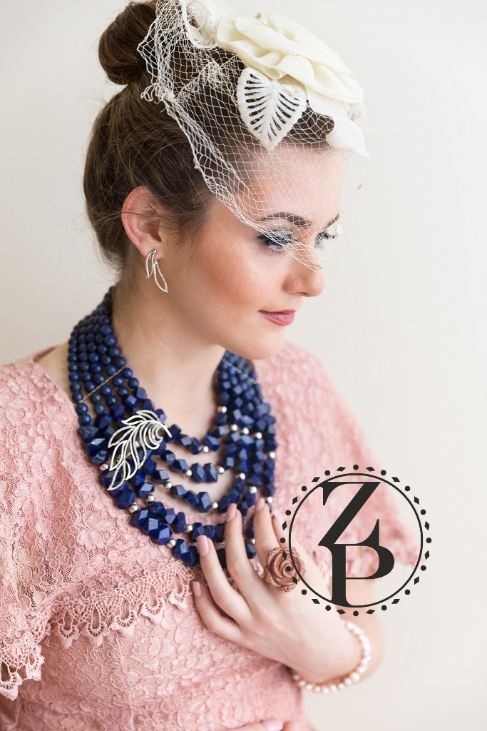 throwback-vintage-editorial-photoshoot-statement-bead-jewelry-zuri-perle.jpg