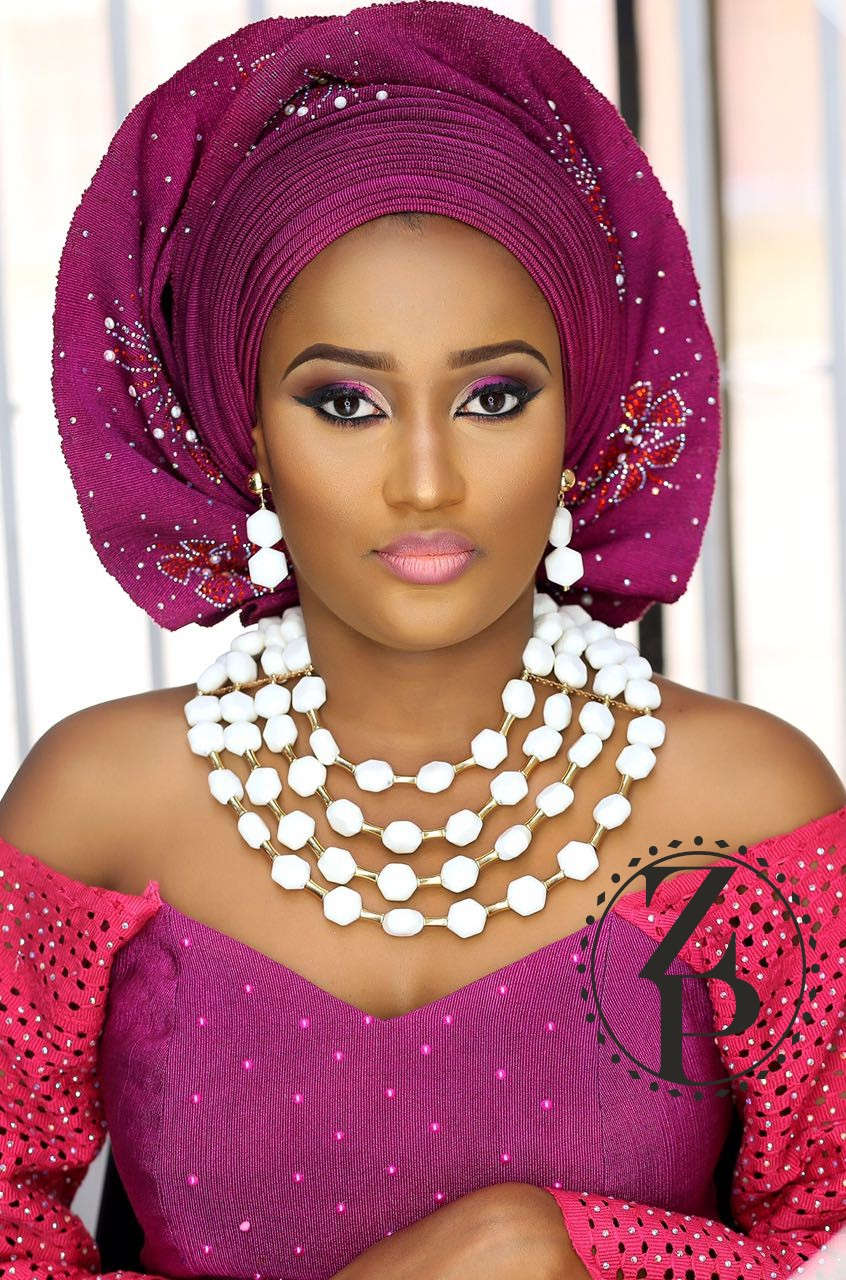 yoruba-bride-in-white-coral-beads-jewelry-fuschia-pink-aso-oke-gele-makeup-nigerian-wedding-zuri-perle.jpg