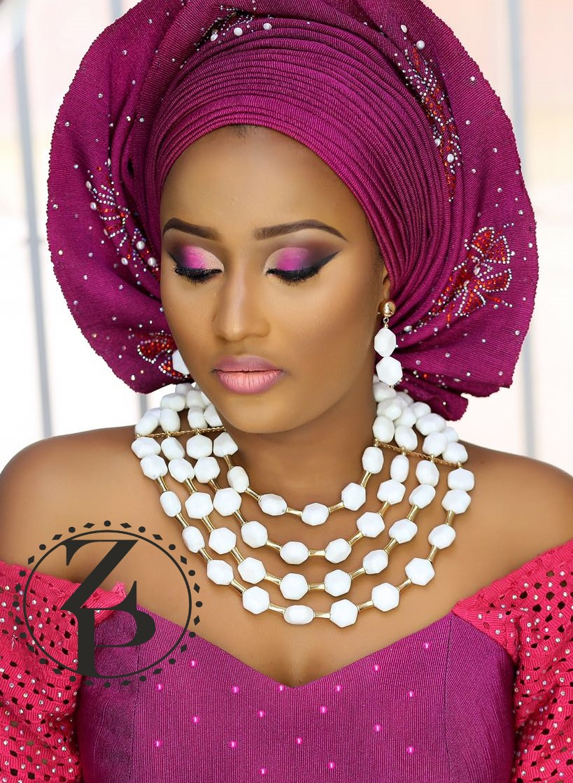 yoruba-bride-white-coral-beads-jewelry-fuschia-pink-aso-oke-gele-makeup-nigerian-wedding-zuri-perle.jpg