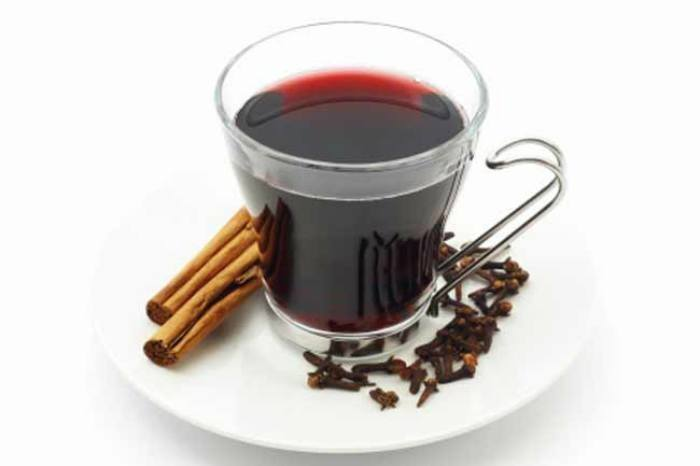 Cloves and Cinnamon Tea