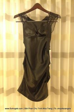 Hailey Logan Đầm Đen Cổ Voan Lưới