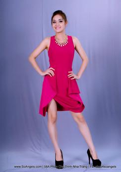 BCBGMAXAZRIA Đầm Hồng Váy Xếp Hoa