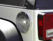 Rampage Products Billet Style Locking Gas Cover- Polished (Wrangler JK 2007+)