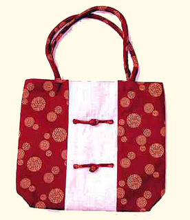 red and white Summer lady bag with outside zip and inside zippered compartment