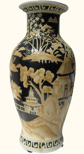 Vase In Chinese Porcelain With Black And Beige Canton