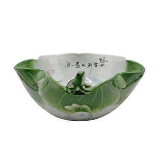 Chinese Porcelain Table Bowl in Lotus Shape with Frog