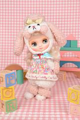 Middie Blythe Peachy Cuddly Coo by Takara Tomy