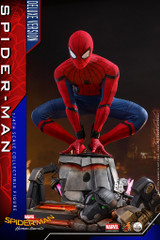 Hot Toys QS015 Spider-Man Homecoming 1/4 scale Spider-Man Collectible Figure (Deluxe Version)