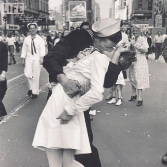 Times Square Kiss Greeting Card - Life
