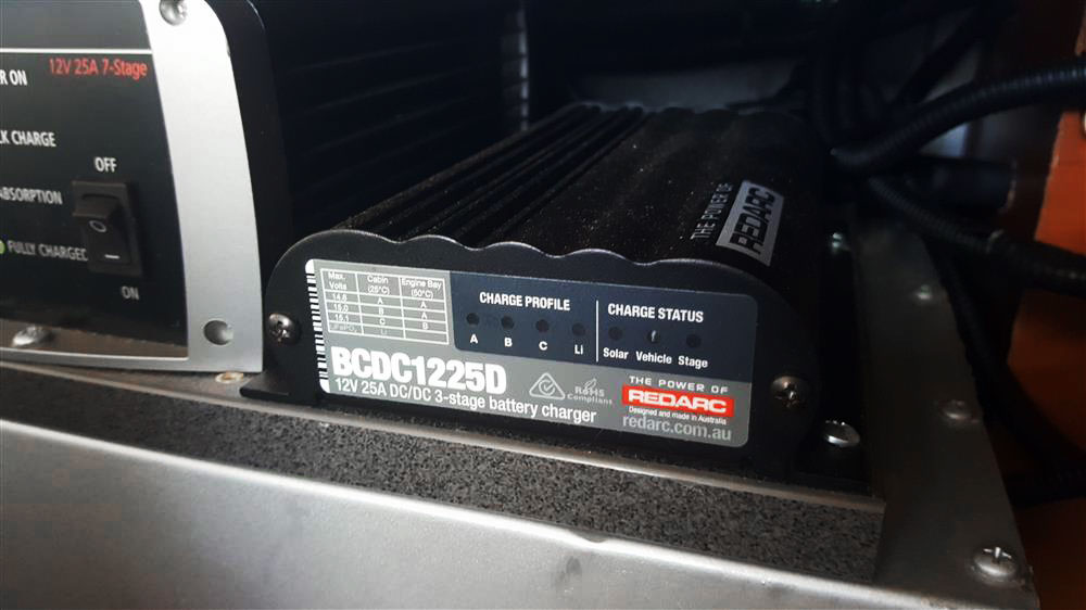 redarc-bcdc1225d-in-vehicle-battery-charger-25a-install-frankies.jpg