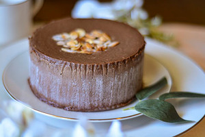 Almond with Chocolate Cheesecake
