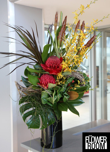 our arrangements can vary due to seasonal availability, these photos are here to give you a glimpse of what we can do for you