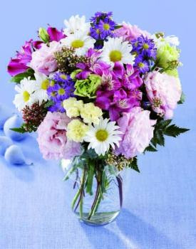 This bouquet  purple alstroemeria,  lisianthus, white daisies, and other soft blooms arranged in a glass vase expresses your Love or friendship.
