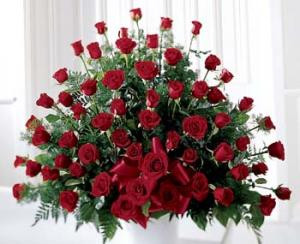 Overflowing with a favorite flower, this rose bouquet sends your warm thoughts. Appropriate to send for many occasions.