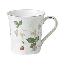 Wedgwood Wild Strawberry Delphi Beaker