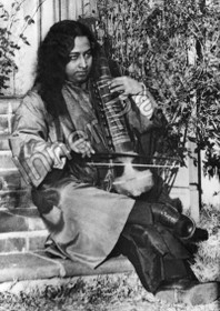 Paramhansa Yogananda Photo - Playing an Esraj on the Step - 8x10