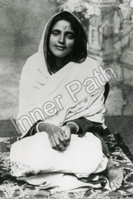 Anandamayi Ma Photo - Sitting with Folded Palms  8 x 10