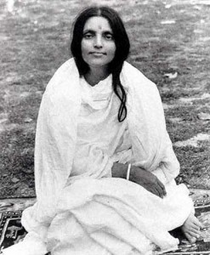 """Anandamayi Ma - Seated in Park - 3 1/2"""" Magnet"""