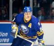 DALE HAWERCHUK 1992 CCM Vintage Throwback NHL Buffalo Sabres Hockey Jersey - ACTION