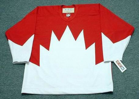 BOBBY CLARKE Team Canada 1972 CCM Throwback Hockey Jersey - Front