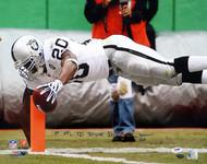 "Darren McFadden Autographed 16x20 Photo Oakland Raiders ""1st NFL TD 9/14/08"" PSA/DNA Stock #20856"