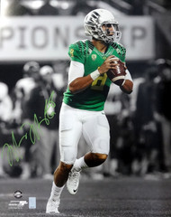 Marcus Mariota Autographed 16x20 Photo Oregon Ducks MM Holo Stock #87197