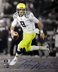 Marcus Mariota Autographed 16x20 Photo Oregon Ducks MM Holo Stock #89221
