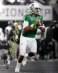 Marcus Mariota Autographed 16x20 Photo Oregon Ducks MM Holo Stock #89223